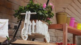 affär isolerad liten white 3d Modern blomsterhandelinre Studio, garneringar och ordningar för blom- design Blommar leverans Arkivbilder
