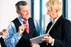Affär - möta i regeringsställning, höga chefer Arkivbild