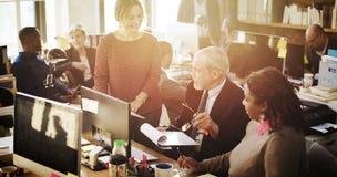 Affär som marknadsför Team Discussion Planning Concept Arkivfoto