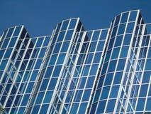 Affär som mycket bygger av exponeringsglas Royaltyfri Bild
