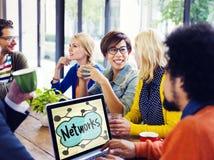 Affär Team Concept för idékläckning för nätverkskamratskapmöte Arkivfoton