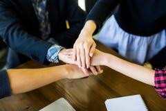 Affär Team Support Join Hands Concept Lagbyggnad och lagarbete royaltyfria bilder