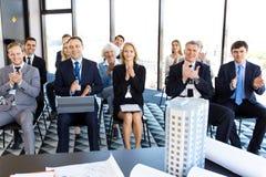 Affärsåhörare på presentationen royaltyfria bilder