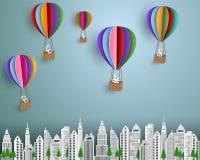 Affärs- och finansbegrepp, grupp av valutatecknet med den färgrika ballongen för varm luft som svävar på staden Arkivfoto