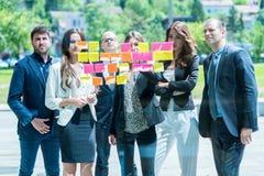 Affärs-, start-, planläggnings-, ledning- och folkbegrepp - slump arkivfoton
