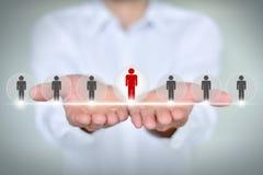 Affärs-, teknologi-, internet-, nätverkande- och rekryteringbegrepp - affärsmanshow Arkivbild