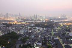 Affärsbyggnader på den Bangkok staden med horisont på soluppgång, Thailand Royaltyfria Foton