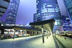 Affärsbyggnader på natten Royaltyfria Bilder