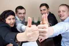 Affärsdam och tre lyckliga arbetare Arkivfoton