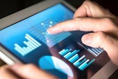 Affärsdiagram, grafer, diagram och statistik Marknad eller ekonomisk rapport för finansiell analys arkivbild