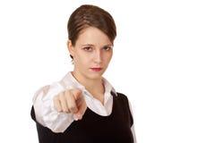 affärsfingret pekar den allvarliga kvinnan arkivfoto