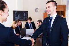 Affärsfolk handshaking Royaltyfri Bild