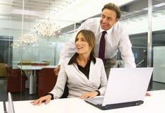 Affärsfolk i en kontorsmm Arkivfoton
