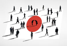 Affärsfolk i ett möte med den Japan flaggan Royaltyfri Foto