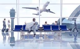 Affärsfolk i flygplatsen Arkivfoton