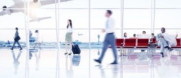 Affärsfolk i flygplatsen arkivbilder