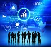Affärsfolk med data och tillväxtbegrepp royaltyfri fotografi