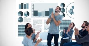 Affärsfolk som applåderar, medan se kollegan med händer som knäppas fast mot grafer stock illustrationer