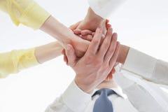 Affärsfolk som förenar deras händer - gest av en uniion Arkivfoto