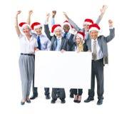 Affärsfolk som firar och rymmer plakatet arkivbilder