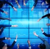 Affärsfolk som möter aktiemarknaden Team Concept Arkivbild