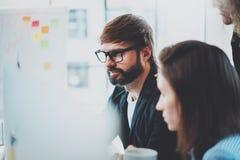 Affärsfolk som möter begrepp suddighet bakgrund horisontal arkivfoton