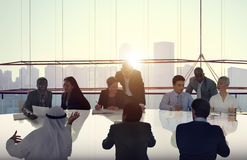 Affärsfolk som möter Cityscape Team Concept Arkivbilder