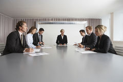 Affärsfolk som möter i konferensrum Royaltyfri Bild