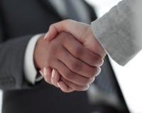 Affärsfolk som skakar händer som isoleras på vit bakgrund Royaltyfri Foto