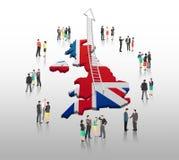 Affärsfolk som står med stegepilen och den brittiska flaggan Royaltyfri Fotografi