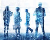 Affärsfolket arbetar tillsammans i regeringsställning med effekter för internetnätverk Begrepp av teamwork och partnerskap double arkivfoto