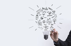 Affärsgraf med begreppet för ljus kula för idén, innovation fotografering för bildbyråer