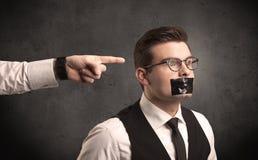 Affärshand som pekar på anställd Arkivfoton