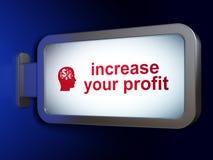 Affärsidé: Öka din vinst och Head med finanssymbol på affischtavlabakgrund Arkivfoto
