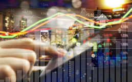 Affärsidé av aktiemarknaden för handel för hand för affärskvinna arkivfoto