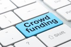 Affärsidé: Folkmassafinansiering på datoren Royaltyfri Fotografi