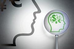 Affärsidé: Head med finanssymbol med optiskt exponeringsglas på digital bakgrund Arkivbilder