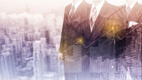 Affärsidé statistiken för tillväxt och för förhöjning för företags` s En lyckad ledare dubbel exponering Royaltyfria Foton