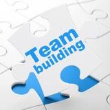 Affärsidé: Team Building på pusselbakgrund Royaltyfri Fotografi