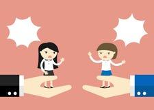 Affärsidéen kvinna för affär två argumenterar, medan stå på den stora handen Arkivbild