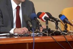 affärskonferensmikrofoner Arkivbild