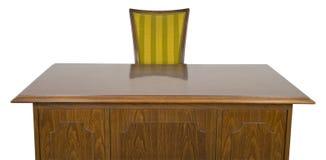 Affärskontorsskrivbord och stol som isoleras på vit Royaltyfri Foto