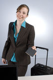 affärskontroll som räcker passkvinnan Arkivfoton