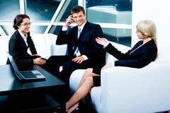 affärskonversation royaltyfri bild