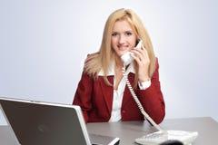 affärskonversationtelefon arkivbild