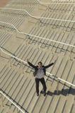 Affärskvinna With Arms Raised på trappa Royaltyfria Bilder