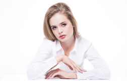 Affärskvinna eller sammanträde och posera för modell Royaltyfri Foto