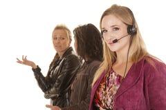 Affärskvinna en med hörlurar med mikrofon Fotografering för Bildbyråer