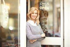 Affärskvinna för klädlagerägare Arkivbilder