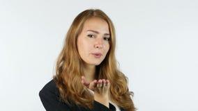 Affärskvinna Giving Flying Kiss, vit bakgrund stock video